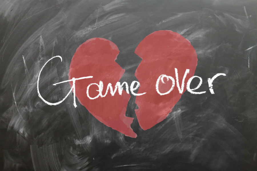 Cuore spezzato con scritta game over